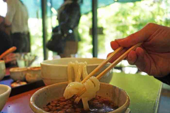 Kamachiku, Eating Kama-age Udon
