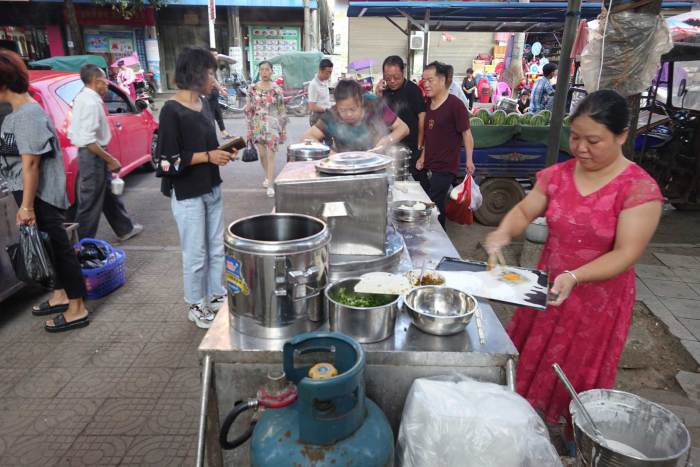 Changfen (Steamed Rice Noodle) Stand