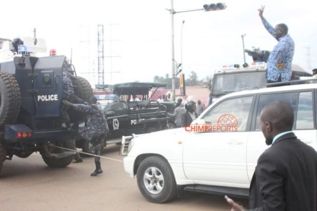 Besigye's car being towed