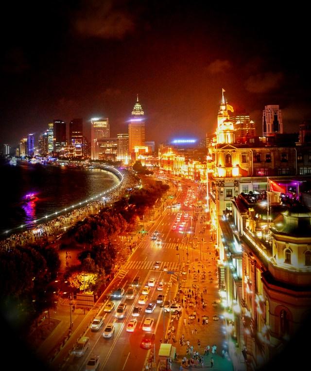China-Shanghai-Waitan-Friday-Night