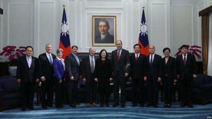 美国参众两院军事委员会成员赴台湾访问