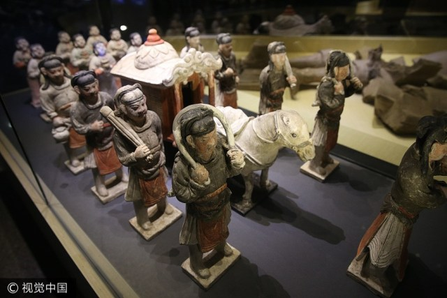 Ceramic painted cultural relics on display in Xi'an