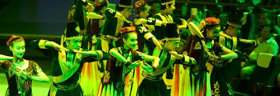 Festival de danza de Xinjiang combina arte tradicional con tema mundial