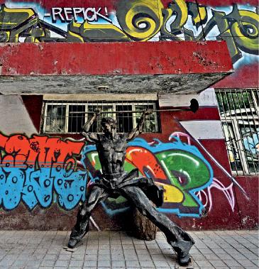 3.7坊街中的雕塑_fmt