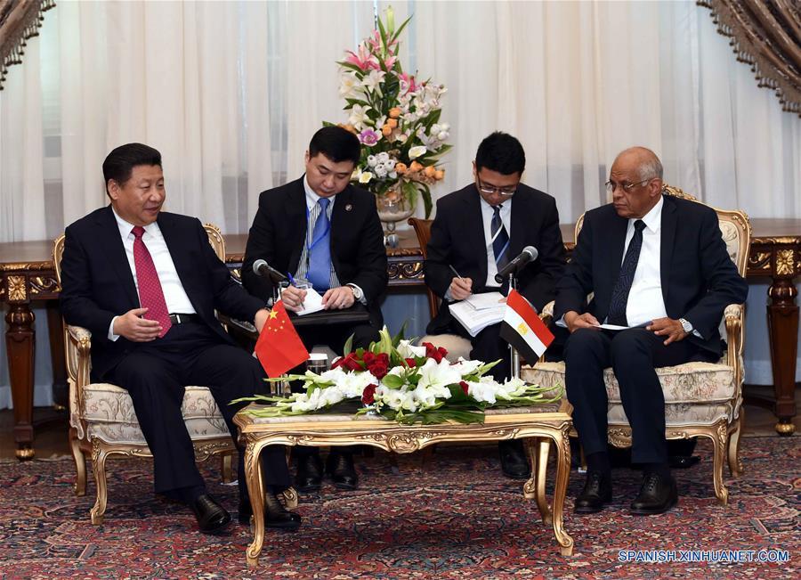 Xi pide estrechar intercambios parlamentarios entre China y Egipto