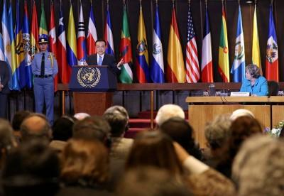 2015年5月25日,中国国务院总理李克强应邀在圣地亚哥联合国拉丁美洲和加勒比经济委员会发表重要演讲。