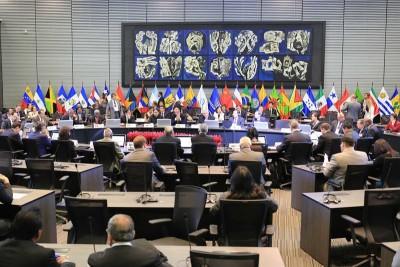 2015年9月16日,与会代表在厄瓜多尔首都基多出席首届中国-拉共体科技创新论坛。_副本