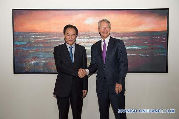 Xinhua y AP prometen cooperar en digitalización de medios tradicionales
