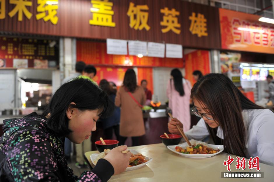 Carne con frutas, plato original de una universidad china