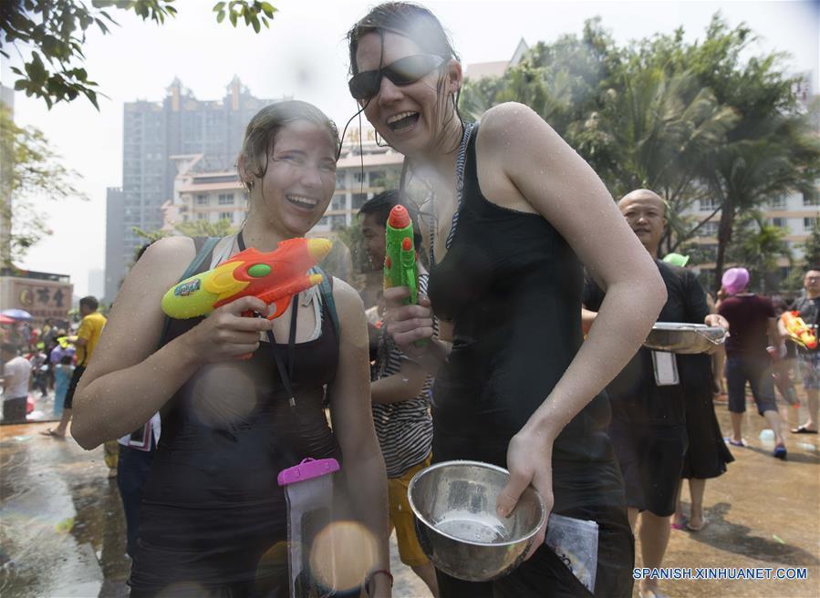 Festival de Aspersión de Agua en Yunnan