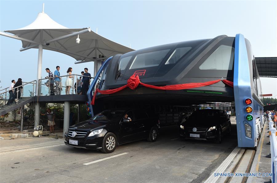 Autobús de Tránsito Elevado lleva a cabo prueba de operación en Qinhuangdao