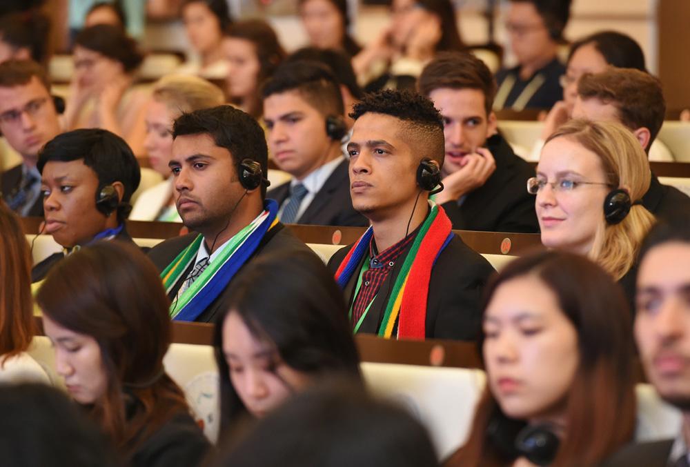 Se inaugura cumbre de líderes jóvenes de G20 en Shanghai