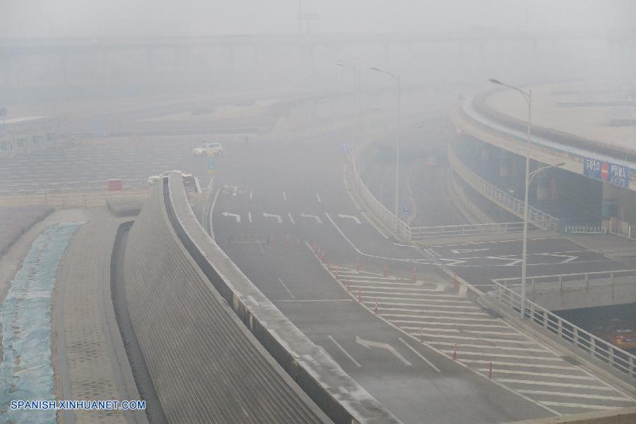 Grave niebla causa cierre de autopistas y afecta operación en aeropuertos en China