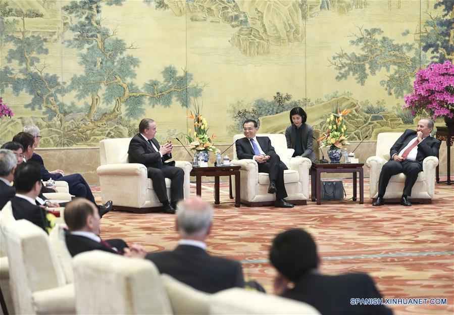 Puertas de China están más abiertas al mundo exterior, dice primer ministro