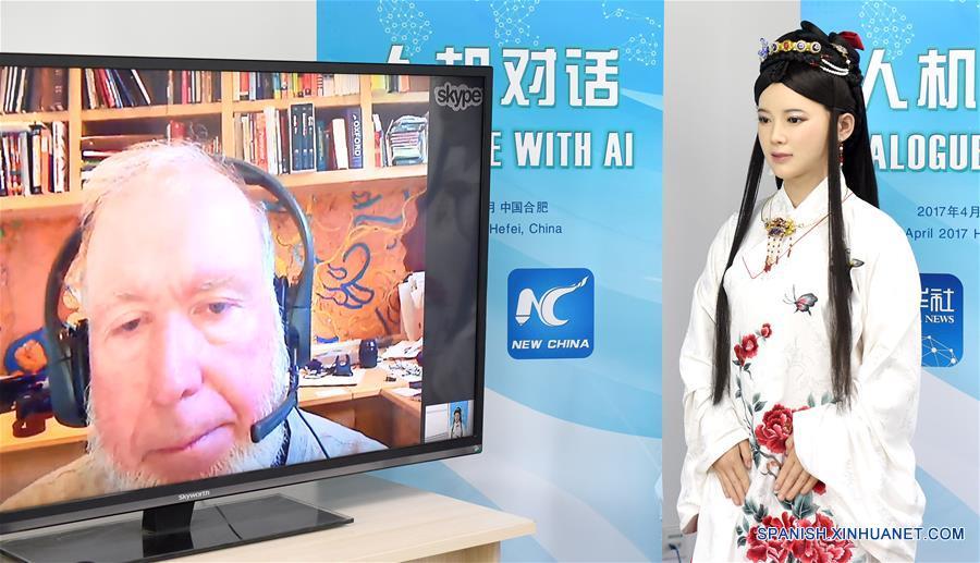 "ENFOQUE: Primera entrevista en inglés de la ""robot diosa"" china"