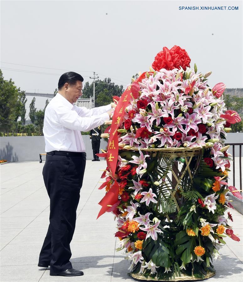 """Presidente chino pide mantener """"espíritu Lyuliang"""" en alivio de pobreza"""