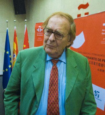 El politólogo y economista español, Ramón Tamames, recuerda que empezó a leer China Hoy desde su primera visita a China en 1972. Foto de Wang Kai