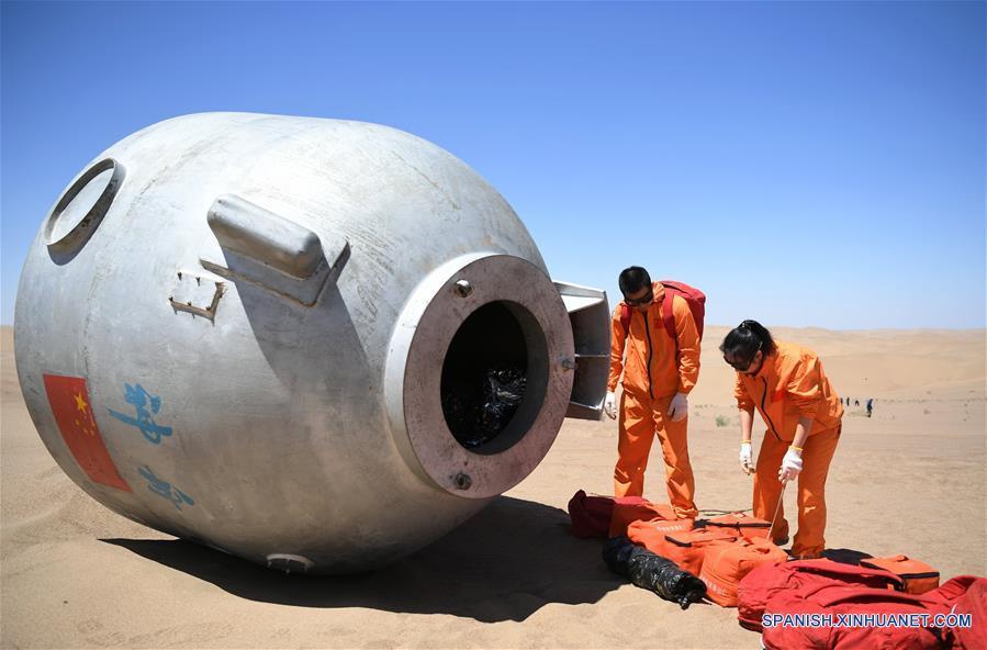 Astronautas chinos completan entrenamiento de supervivencia en desierto