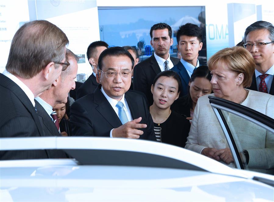 ENFOQUE: Primer ministro chino elogia cooperación chino-alemana en piloto automático