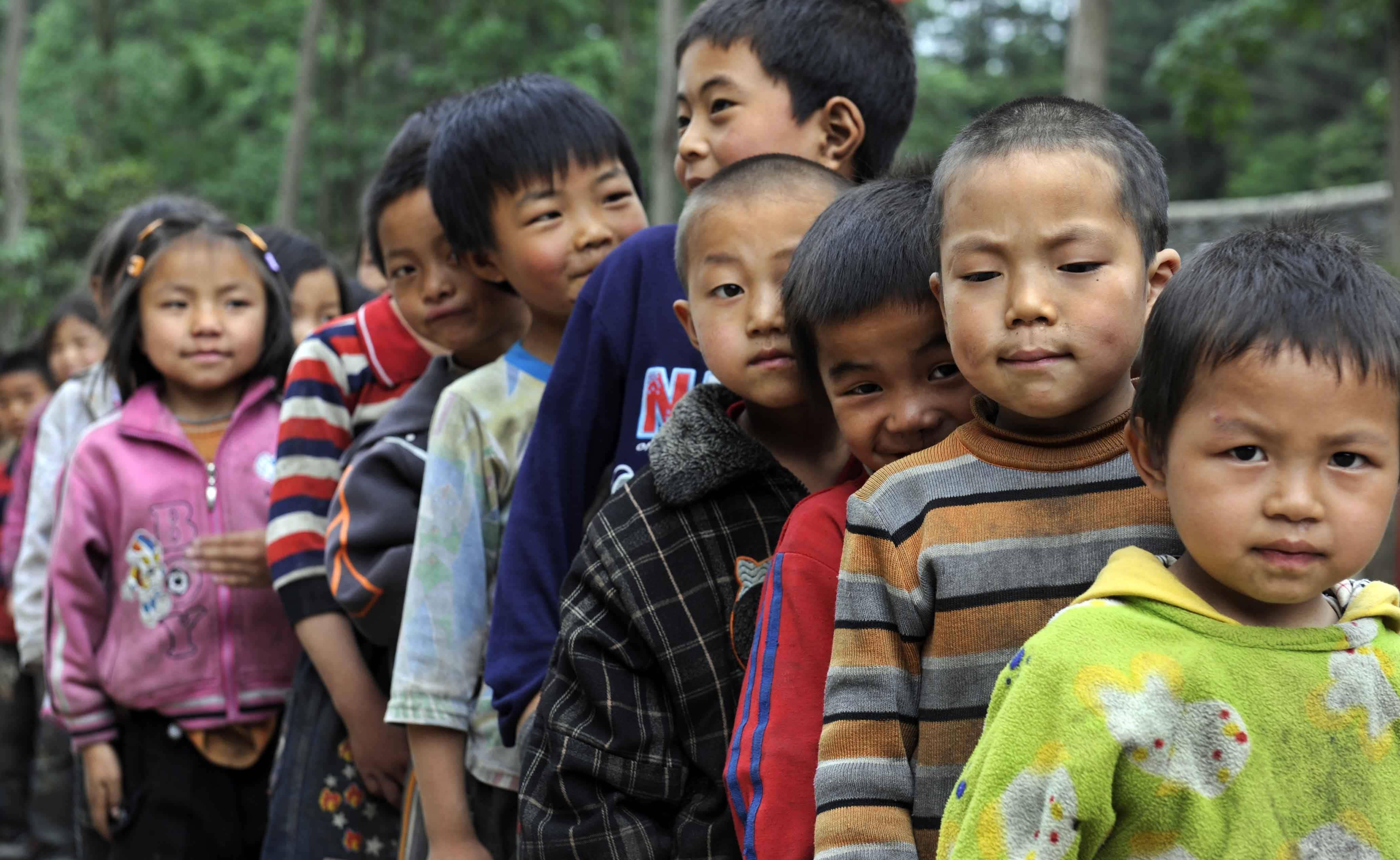 China tiene menos niños rurales abandonados por sus padres