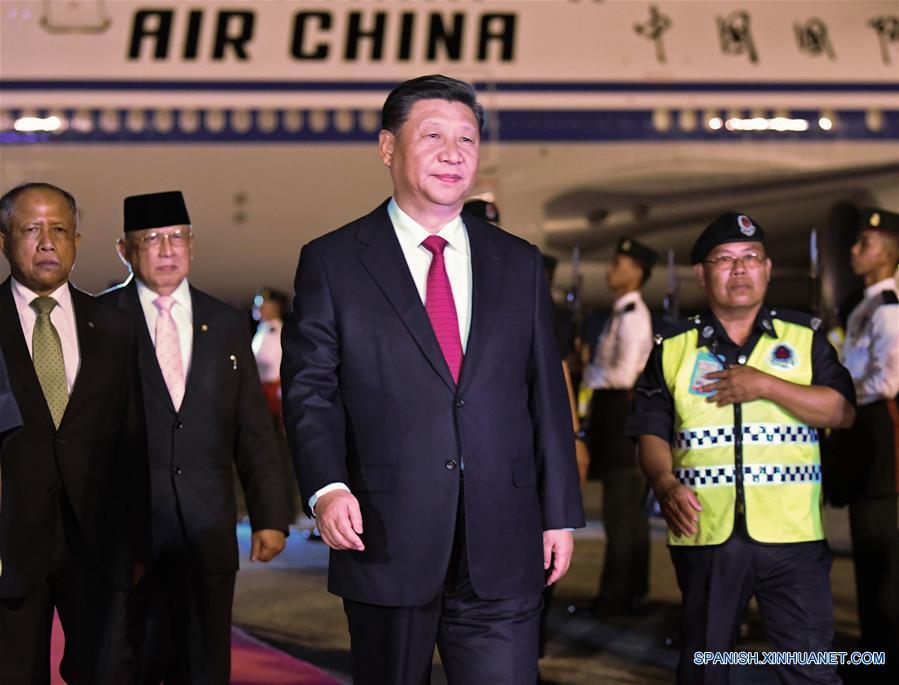 Xi llega a Brunéi en visita de Estado