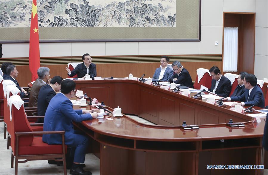 Primer ministro Li pide esfuerzos para mantener economía estable y sana
