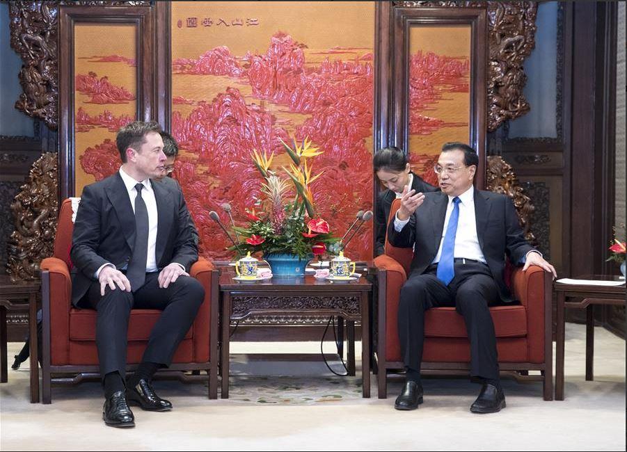 Primer ministro chino se reúne con director ejecutivo de Tesla