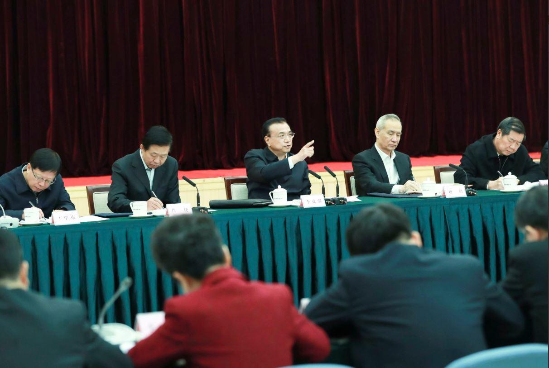 AVANCE: Premier Li insta a sector financiero a servir mejor a economía real