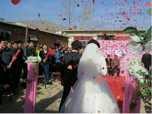 China combate tradiciones extravagantes en bodas en áreas rurales