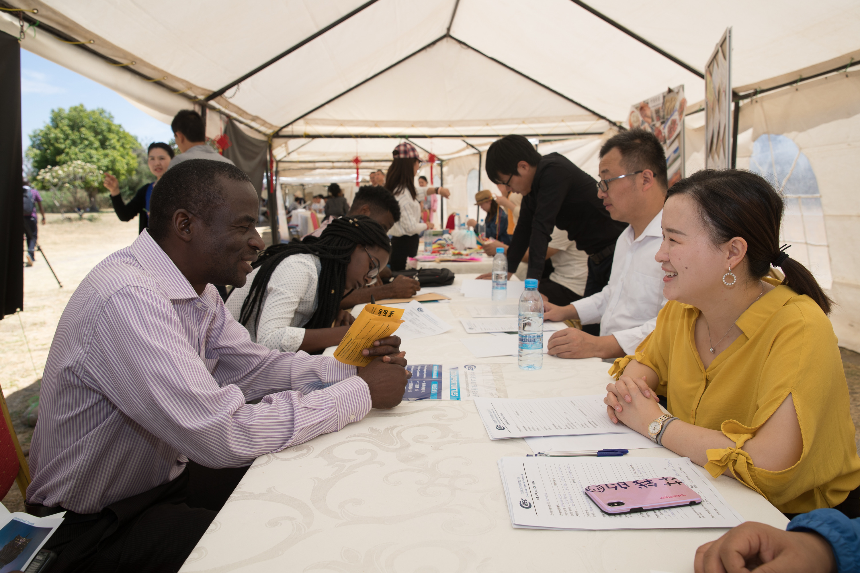 China pide que más países den importancia a África