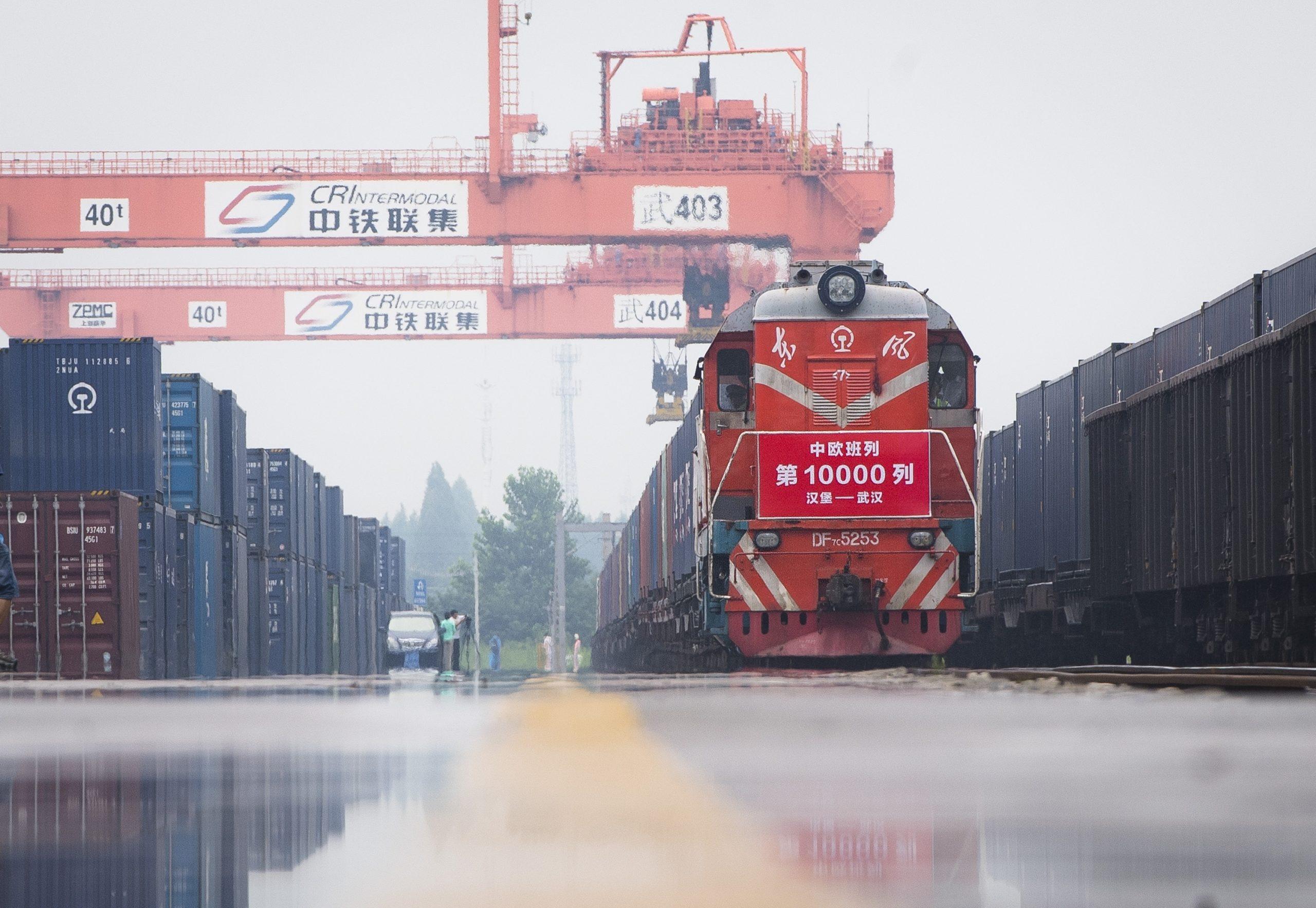 Puerto fronterizo chino de Xinjiang reporta récord de trenes de carga China-Europa en 2020