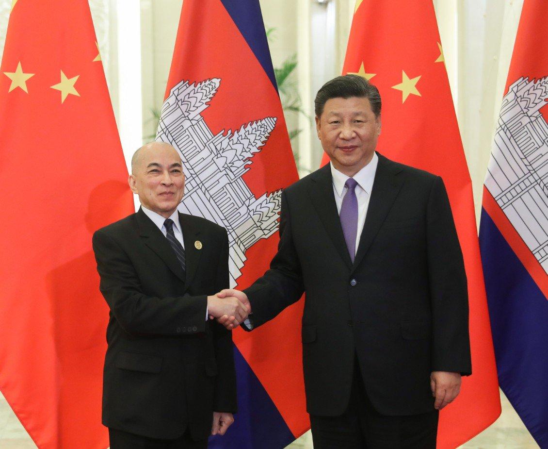 Xi se reúne con rey de Camboya