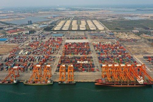 Postura de China sobre friciones comerciales con EEUU gana apoyo de OCS, según canciller chino