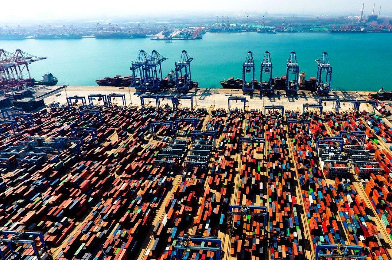 Comercio exterior de China mejora en medio de situación compleja: Funcionario
