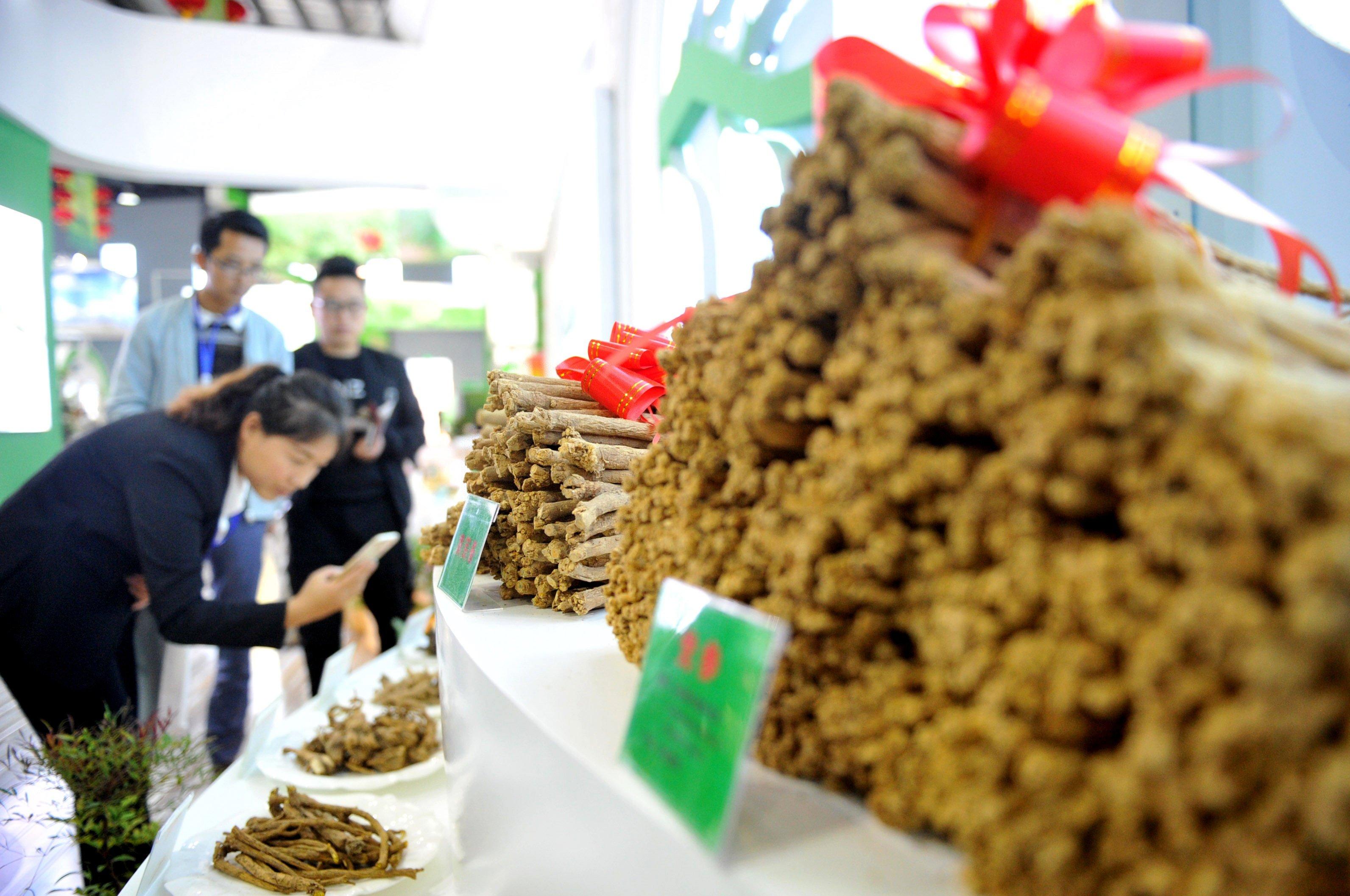 Se inaugura exposición de medicina tradicional china en noroeste de China