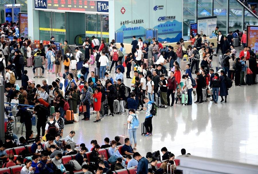 China reporta récord de viajes de pasajeros ferroviarios en Día Nacional