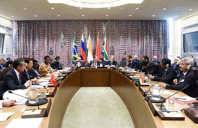 ENTREVISTA: BRICS espera promover la globalización para beneficiar a todos, asegura embajador chino