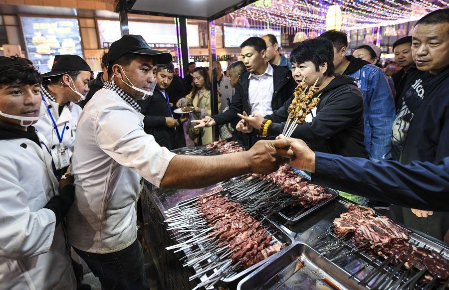 Residentes de Xinjiang tienen fuerte sensación de realización, felicidad y seguridad, dice funcionario