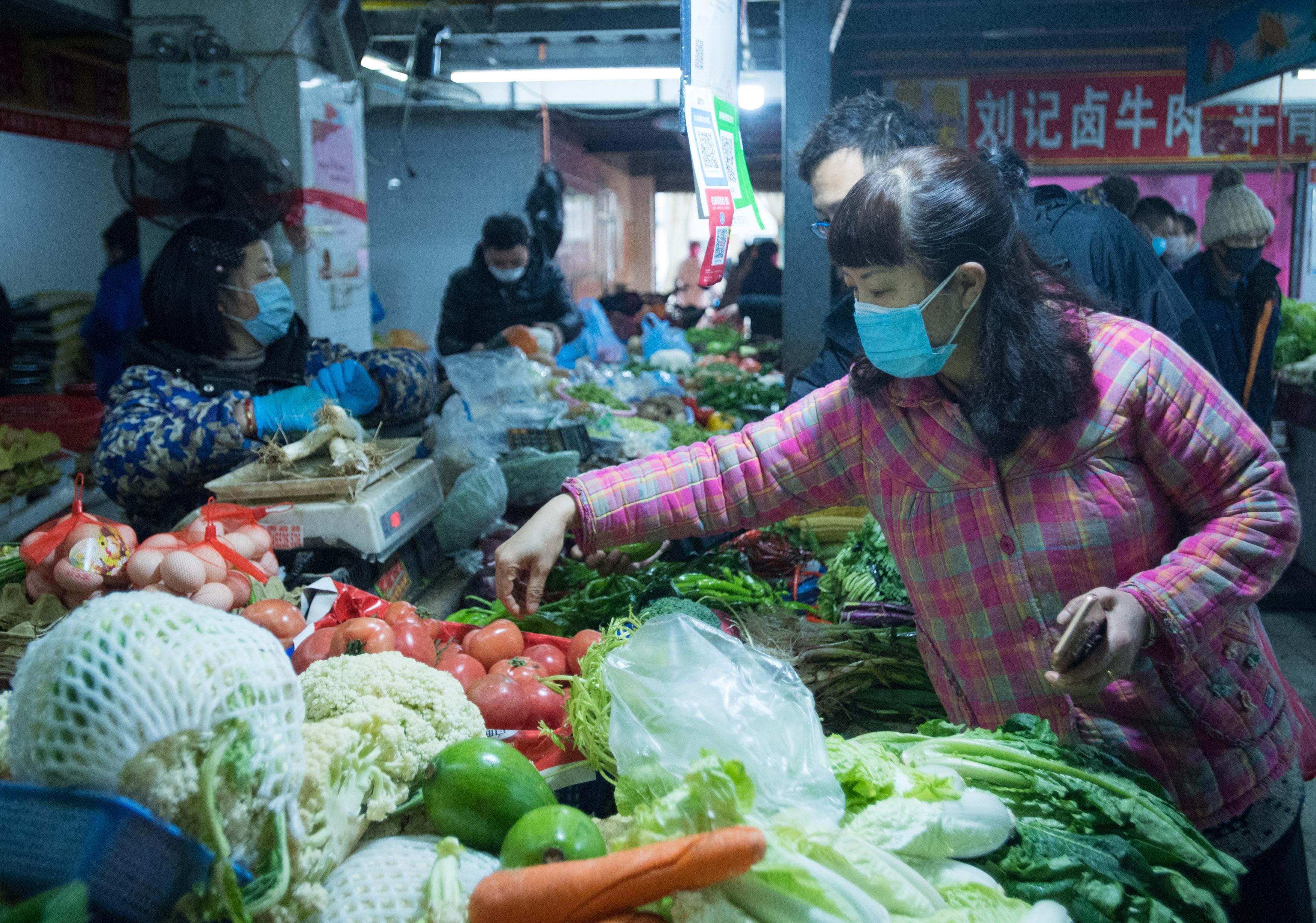 Suspenden transporte público en más ciudades de Hubei para contener propagación de virus