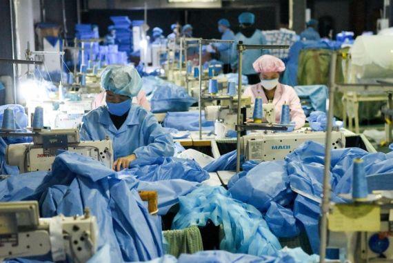Beijing construye fábrica de mascarillas en 6 días
