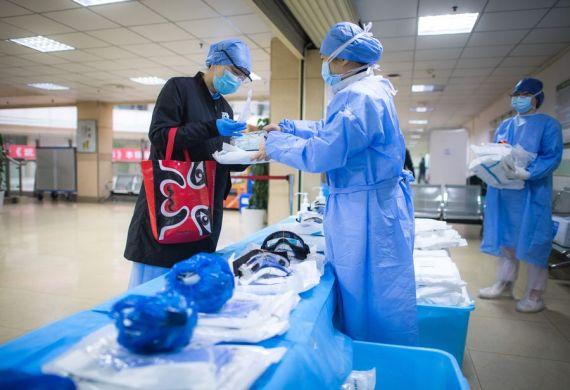 AMPLIACIÓN: China confirma 648 nuevos infectados y otras 97 muertes por coronavirus