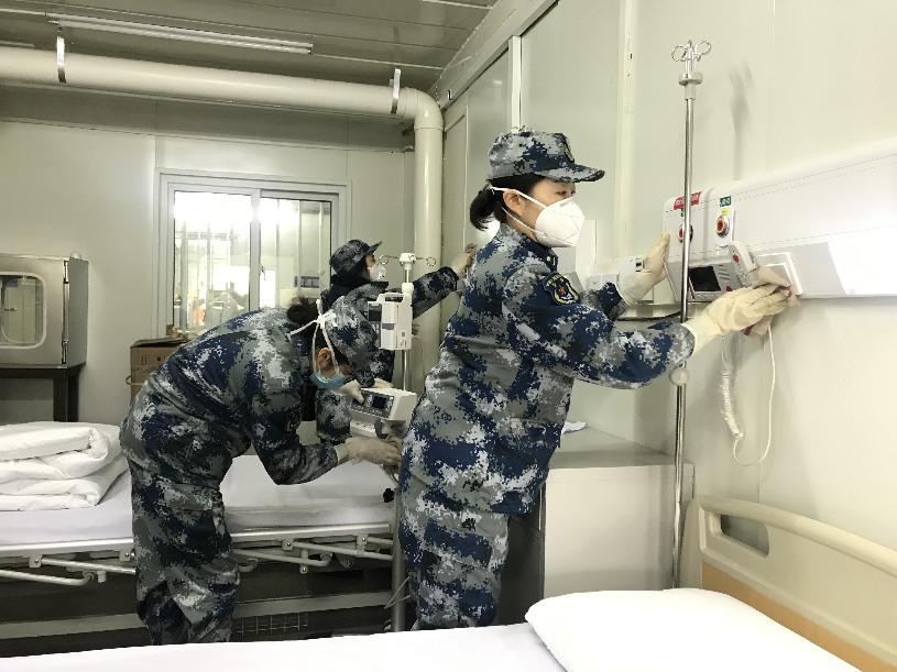 Elevan a 2.900 camas la capacidad de tres hospitales con asistencia de médicos militares en Wuhan