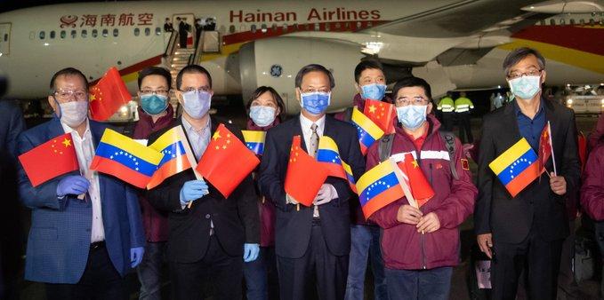 Presidente venezolano agradece a China por llegada de expertos médicos a su país
