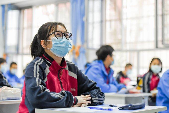 China exige a estudiantes que usen mascarillas en clases para prevenir epidemia