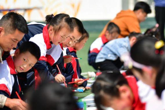 Xi extiende saludos por Día Internacional del Niño