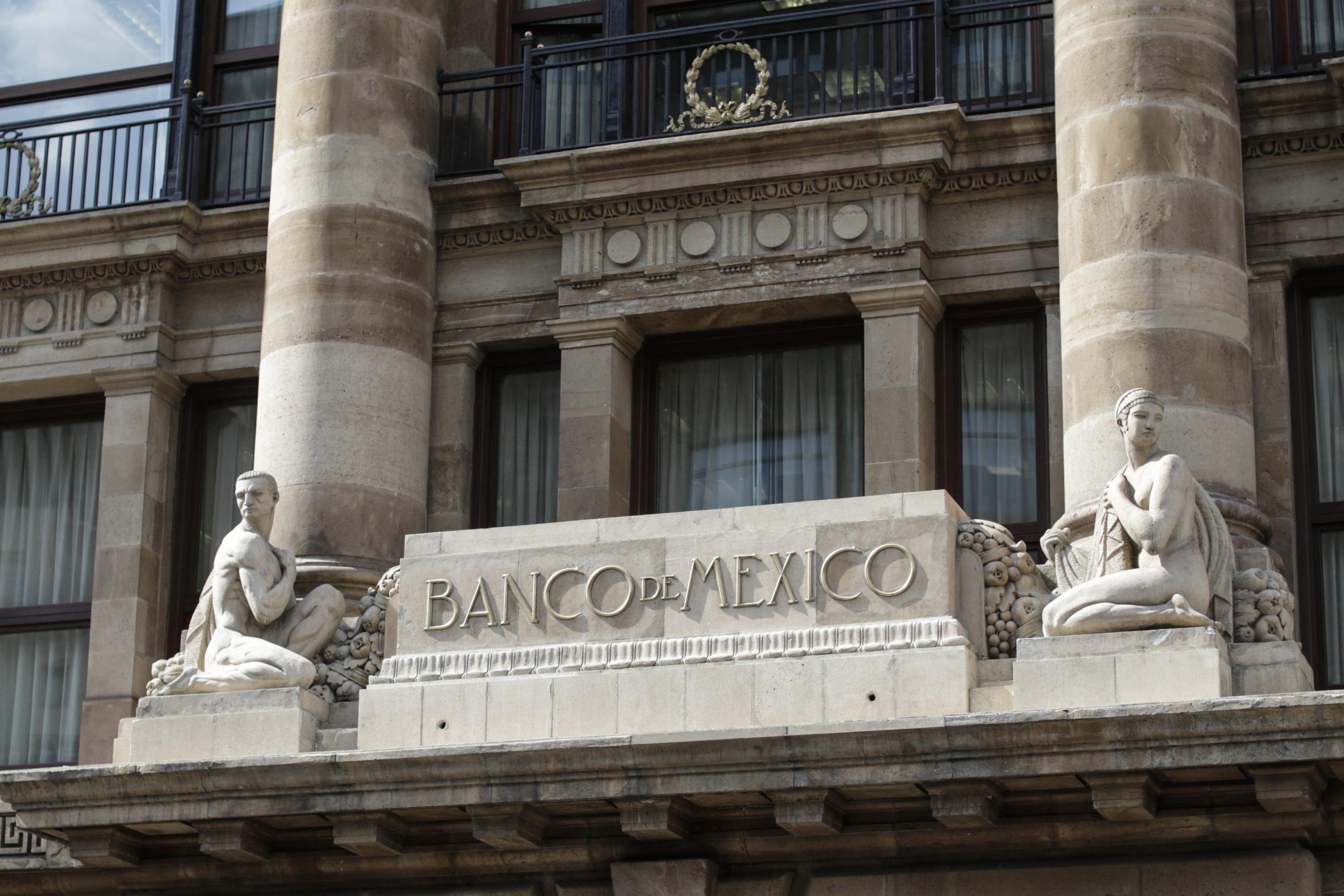 Economía de México enfrenta incertidumbre por COVID-19 aun con reaperturas productivas: Banxico