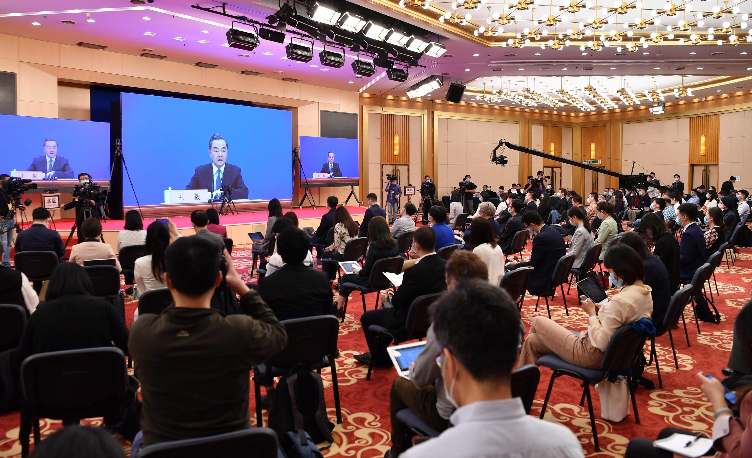 Canciller: China fortalecerá coordinación con Francia para apoyar a OMS y movilizar recursos globales en lucha contra COVID-19