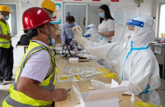Estrategia de Beijing para contener COVID-19 minimiza impacto de la pandemia, dice experto
