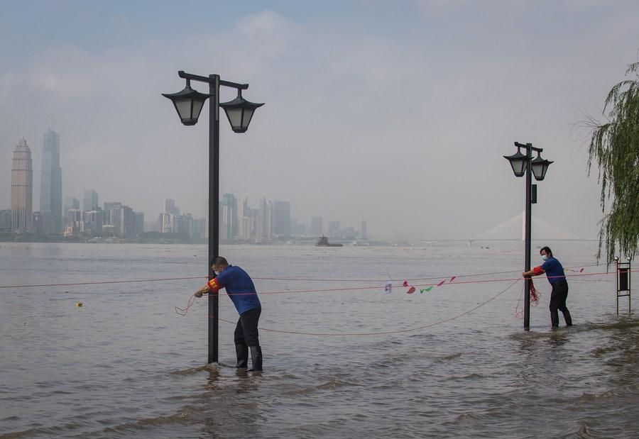 Tifón Saudel afecta tránsito en provincia china de Hainan