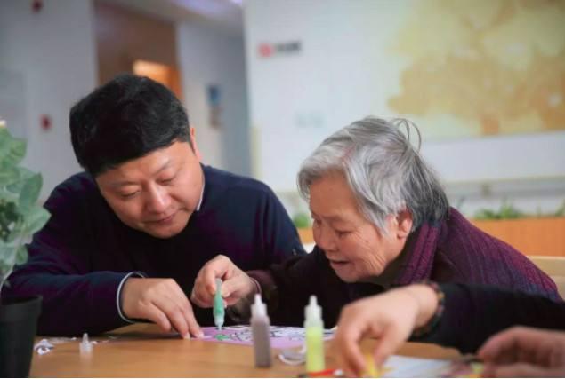 China hace recomendaciones sobre cuidado de pacientes de Alzheimer